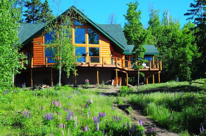 Magestic Log Cabin with Lake Superior Views