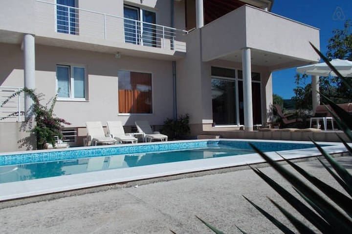 room M in villa with swim. pool (bed and breakf.) - Vela Luka - Villa