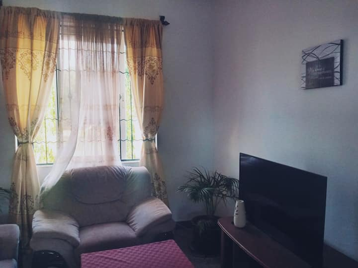 One Bedroom Apartment 5 minutes away from beach