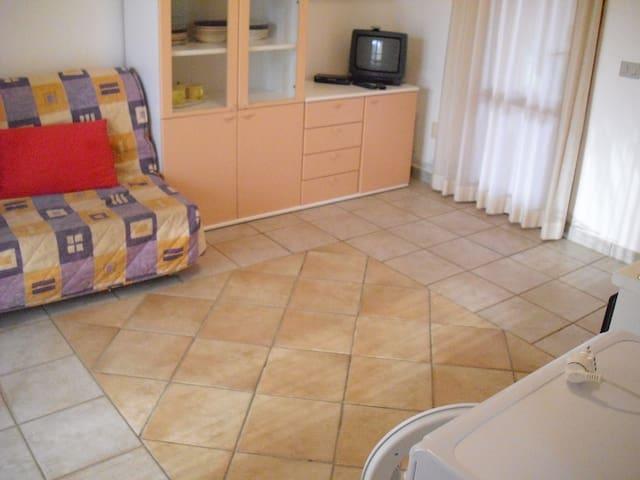 grazioso bilocale centro San Teodoro - San Teodoro - Bed & Breakfast
