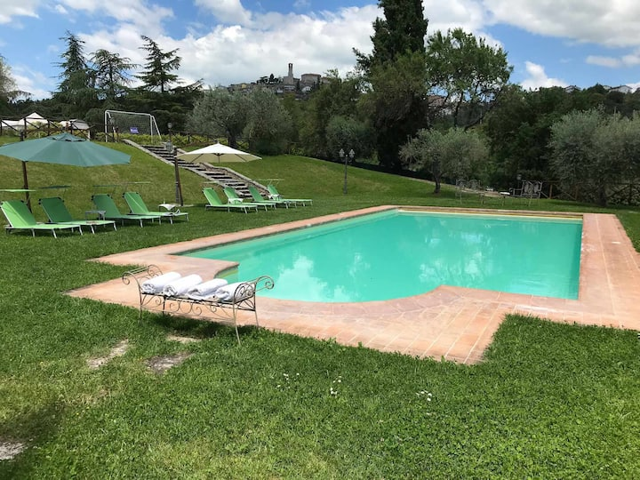 Villa 12 people with pool in Umbria near Trasimeno Lake