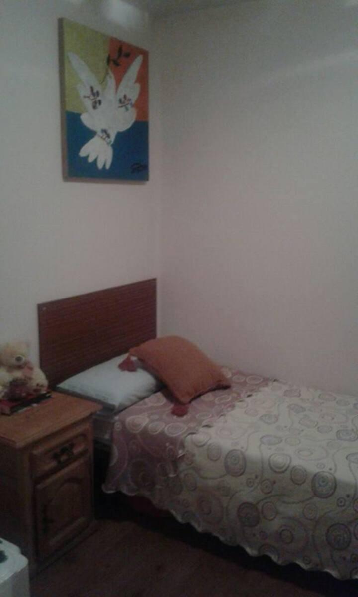 Cómoda habitación individual en Salamanca