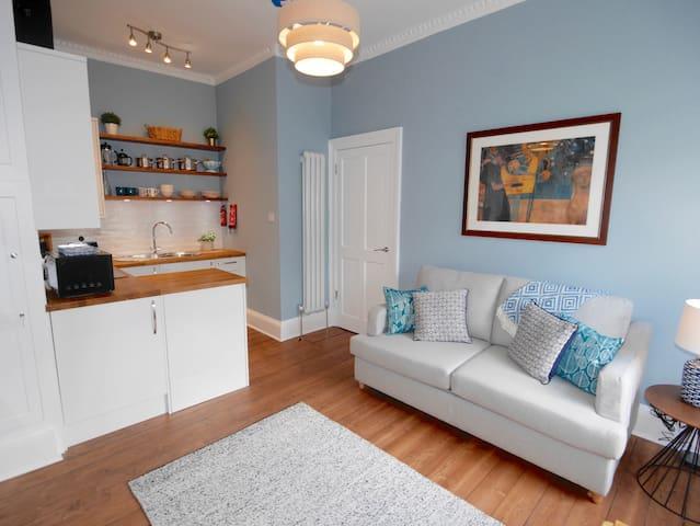 Gorgeous central apartment on Holyrood Park