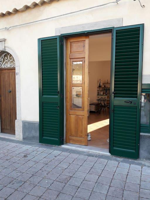 La porta d'ingresso - the entrance