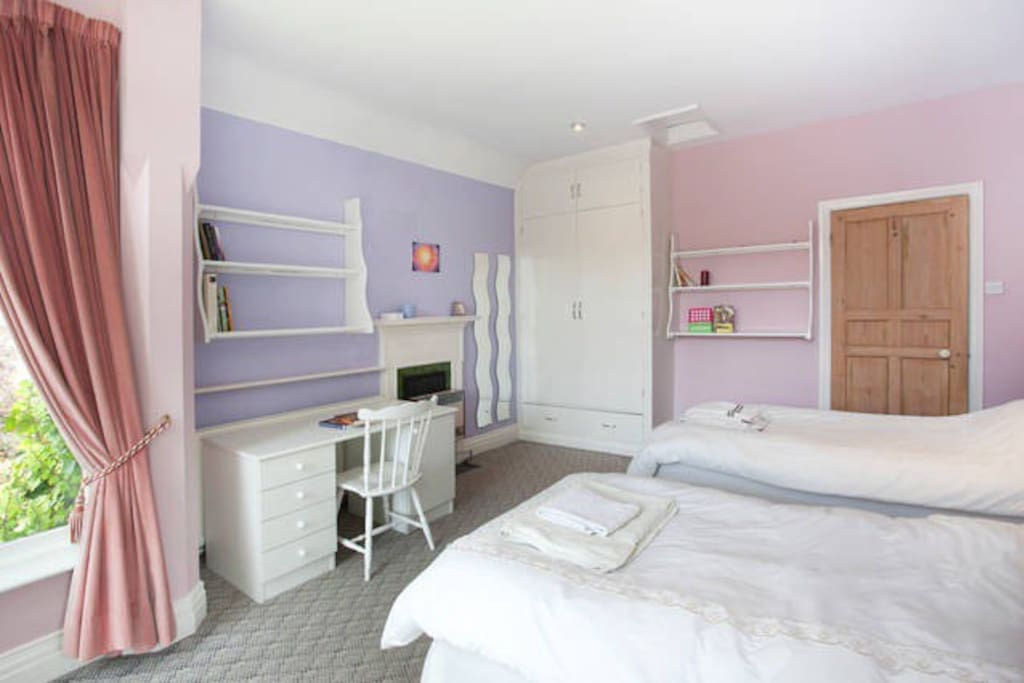 double bed with optional additional single bed houses