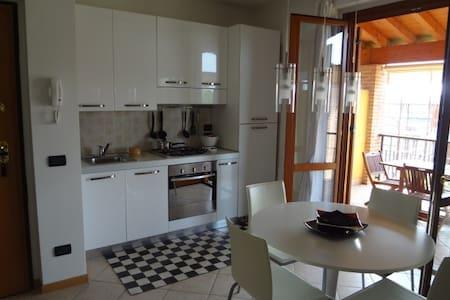 DELIZIOSO BILO FINEMENTE ARREDATO - Sirmione - Lägenhet