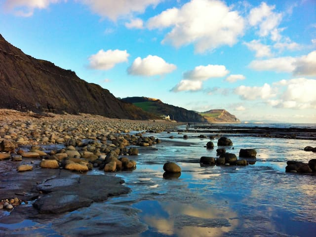 Private room close to the beach! - Charmouth