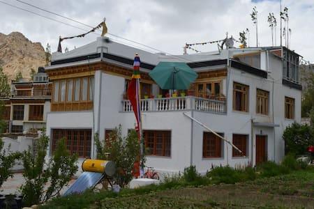 Royal Nangso Guest House, Nr. Leh market