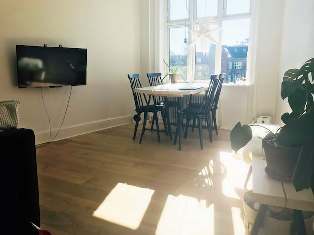 Sunny apartment in hip Vesterbro with balcony