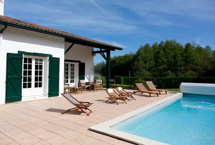 Stunning villa for 10, heated pool, large garden
