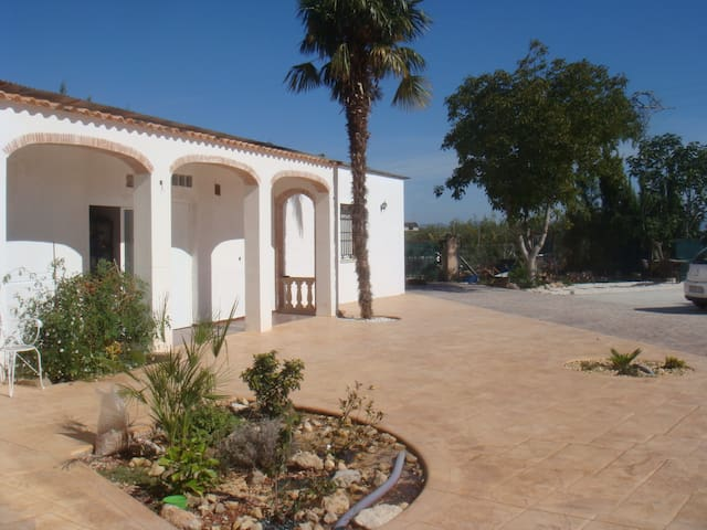 Rural home in village location - Valencia - Bungalo