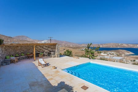 Large 7-Bdrm Stone Villa with Pool - Ramos