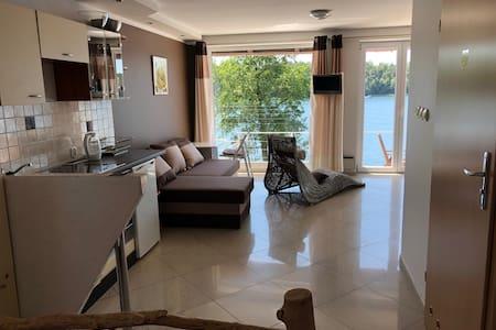 Apartament 1 nad samym jeziorem z pięknym widokiem