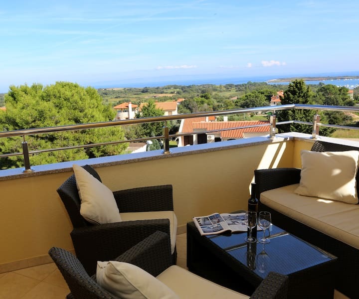 Apartment Diego with sea views