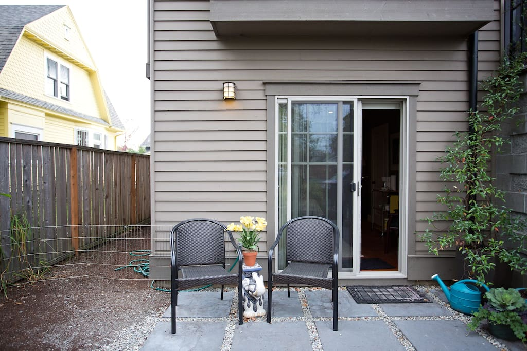 Access to the studio from patio and front gates!  Screen door allows great breeze and view of patio in the summer.