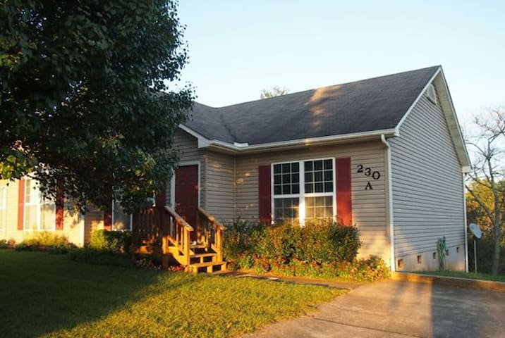 Convenient Location in Mars Hill - Mars Hill - Apartamento
