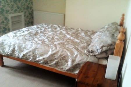 Large Comfy Double Room in Maisonette - Wallsend