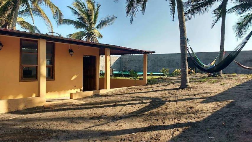 Casa de playa con piscina en Sipacate
