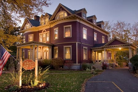Relaxed Luxury in Rockland, ME - Rockland