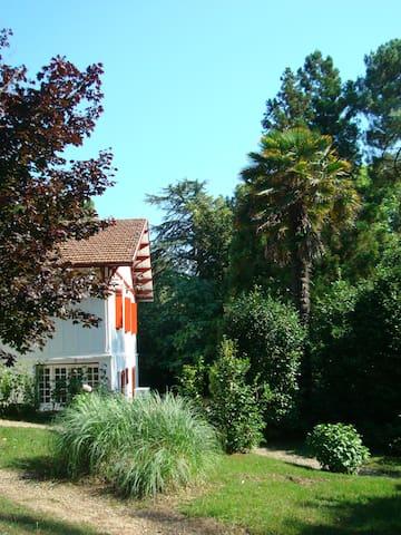 Biarritz Plage Chalet basque jardin - Biarritz - Hus