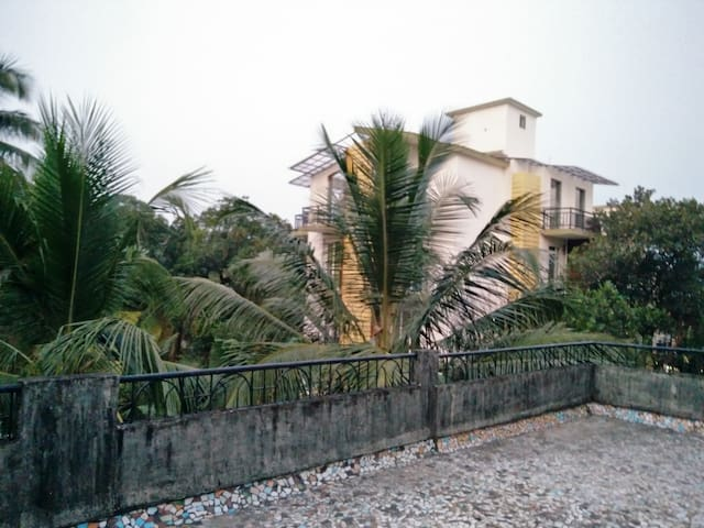 Cute lil terrace apartment on a hill for 2 - Mapusa - Apartamento