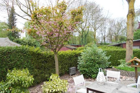 Quiet Guestroom in Wooden Chalet + breakfast - Oosterhout Gld
