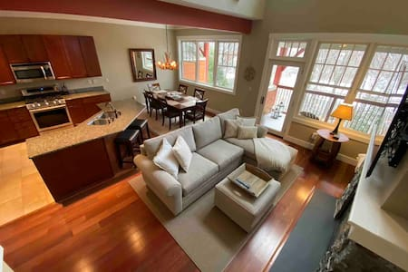 3 Beds/2.5 Bath Luxury UPDATED Home at Loon Mtn