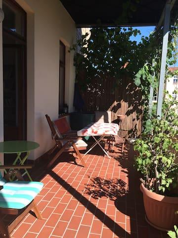 Toplage, zentral. Ruhige Wohnung mit Südbalkon - Halle (Saale) - Apartamento