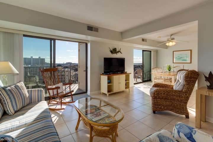 Beautiful water view condo with shared pool, sundeck & gym