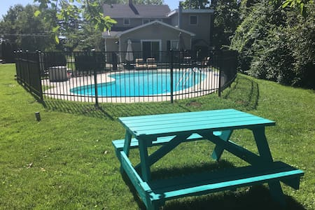4BR Retreat w/ Pool backing up to Horse Farm