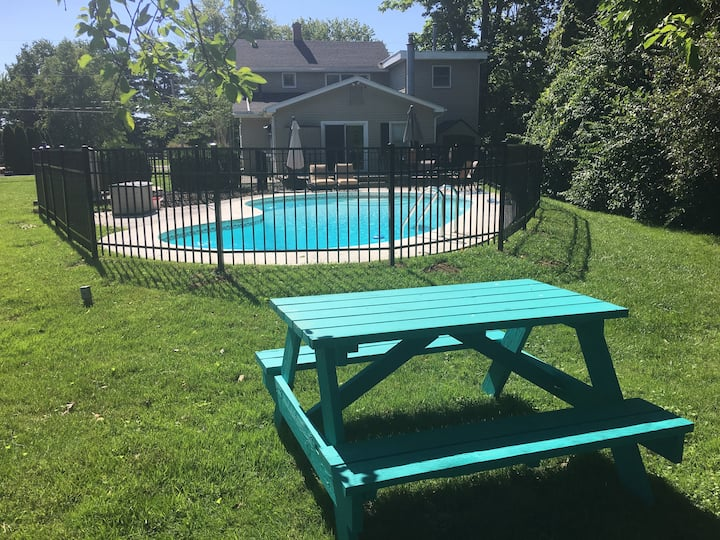 🏊 4BR Retreat w/ Pool backing up to Horse Farm🐴