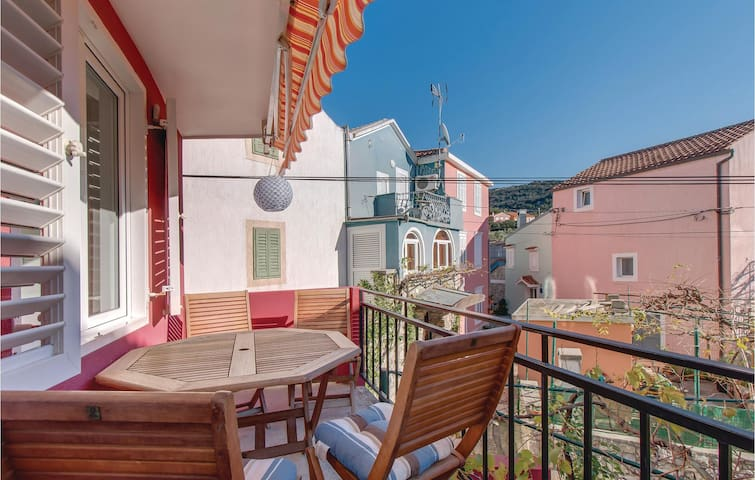 Holiday apartment with 3 bedrooms on 72 m² in Miholascica