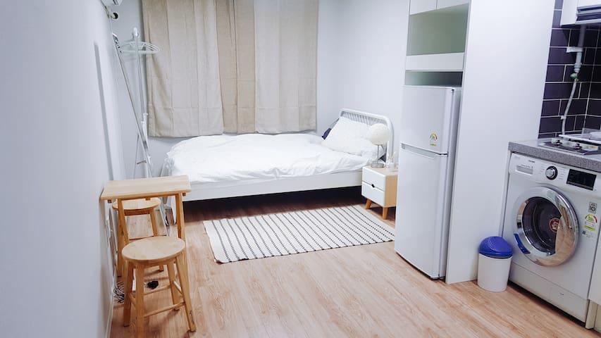 (Open Sale) 염창역 도보 5분 warm&cozy studio