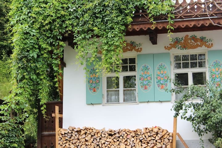 Beautiful room in bavarian house - Wolfratshausen - House