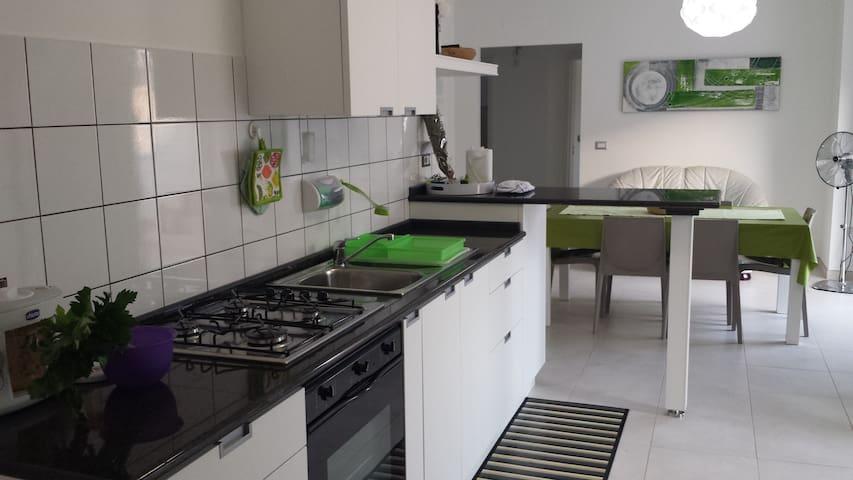 Appartamento nuovo e spazioso - Ugento - Huis