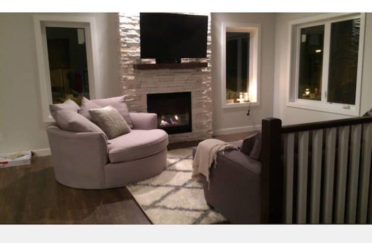 Private room in brand new house - Grande Prairie - Maison