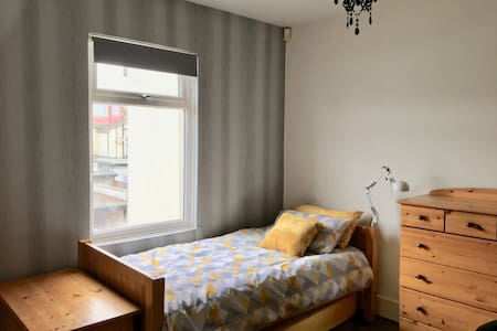 Safe, comfortable double near transport Enfield