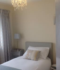 Welcoming home - Bedroom 1 - Ashford