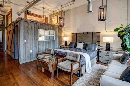 Downtown Luxury Traverse City Loft on State Street