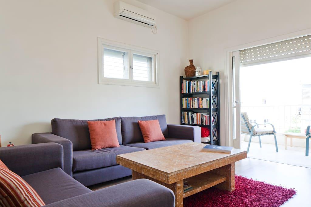 Living room - free WI-Fi, AC