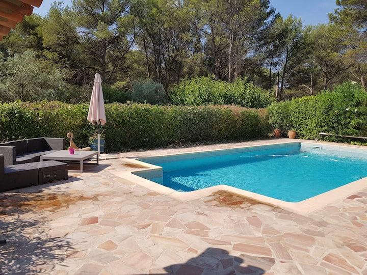 Ventabren belle bastide avec piscine et jacuzzi