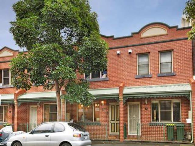 Townhouse 2 Bedroom CITY LOCATION - North Melbourne - Dům