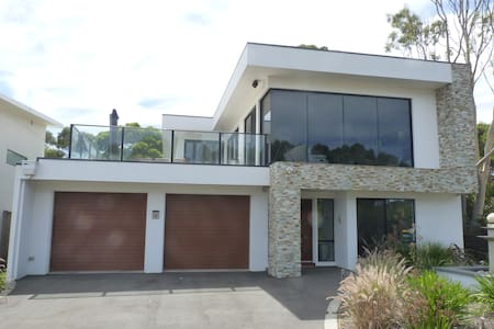 Self Contained,  300mts. from beach - Ventnor