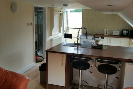 2 bed apartment wifi pet friendly short/long stays
