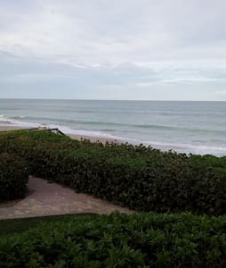 Oceanfront- Views! Views! Views! - เวโรบีช - อพาร์ทเมนท์