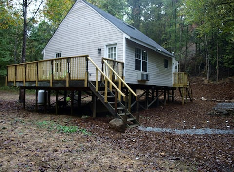 Our Private Wooded Cabin/Rock Fireplace/WIFI