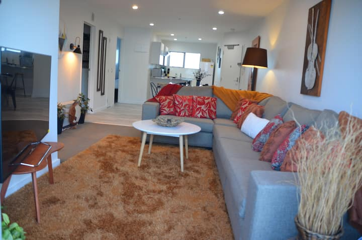 ✨Amazing modern and bright 2 bedroom apt near Spark✨Arena
