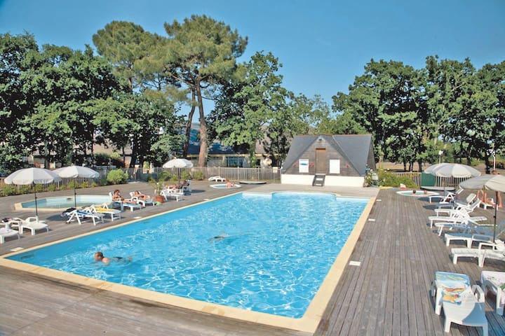 Appt clair avec jardin dans résidence avec piscine - Combrit - Apartemen