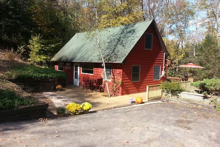 Romantic Getaway Cabin near Lake - Smallwood - Dom