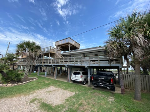 Your Galveston getaway - just seconds from beach!